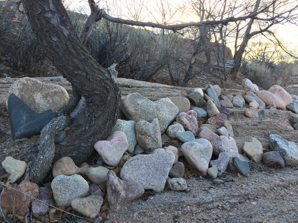 dawnchandler_santa-fe-heart-rock-shelf-05_1000px